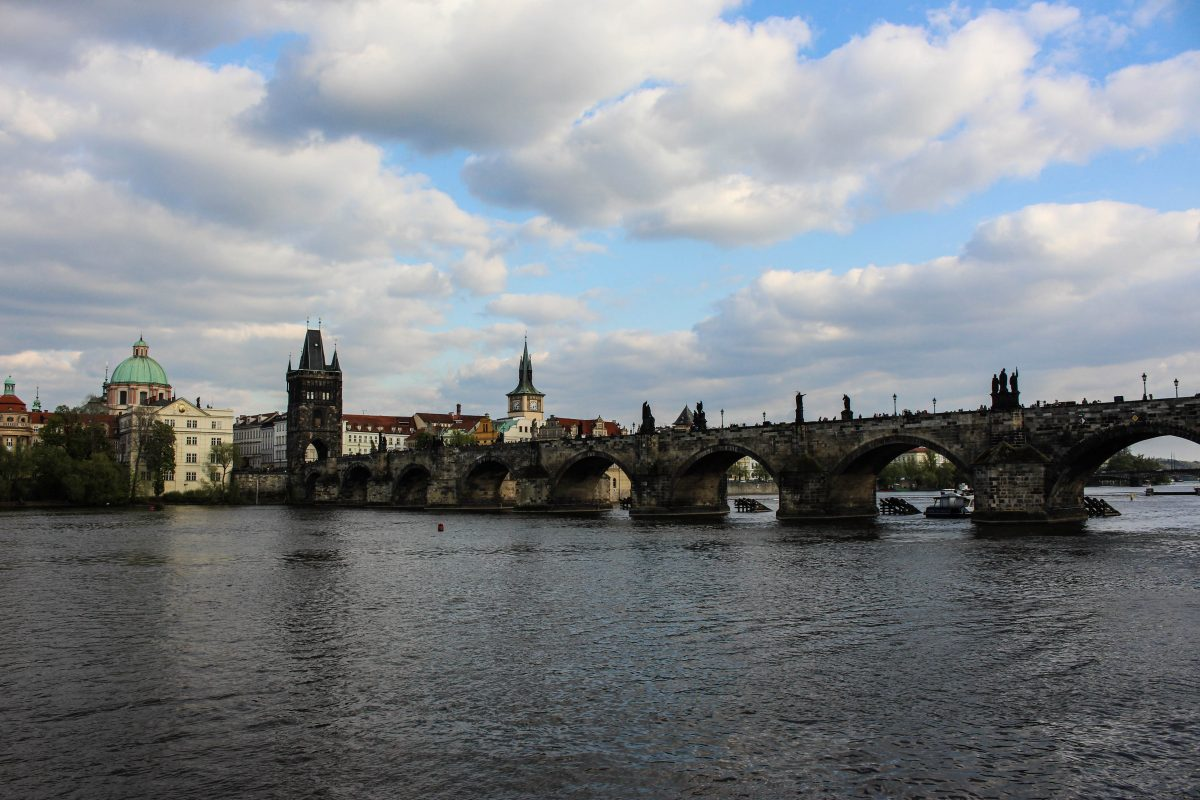 Pragues charles bridge